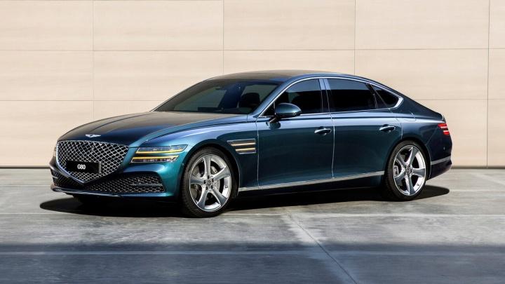 «Для представительского класса цена ниже средней»: СО РАН объявило аукцион на покупку машины за 4,6 млн рублей