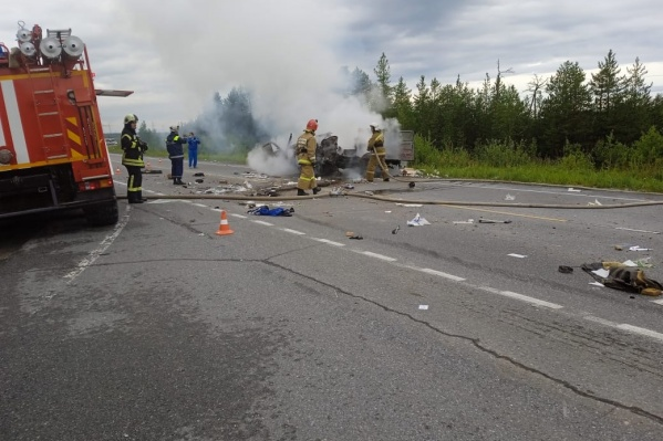 К приезду пожарных легковой автомобиль практически полностью сгорел
