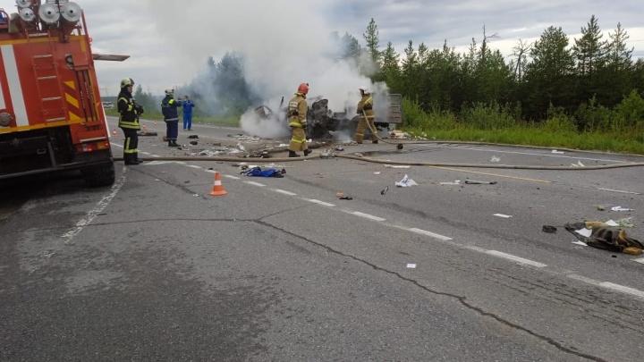 В Сургутском районе в ДТП погиб мужчина. Он вылетел на встречную полосу и столкнулся с мусоровозом