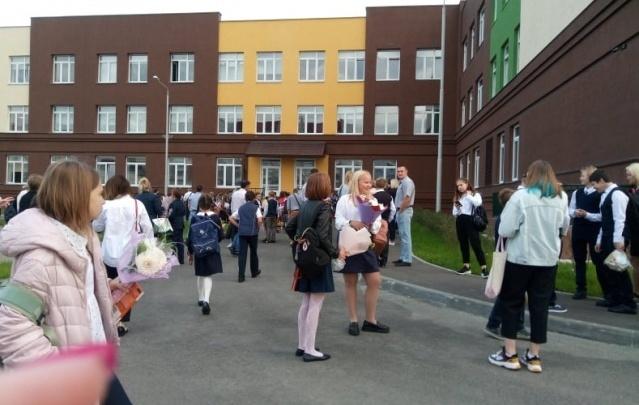 В челябинском лицее расформировали класс после жалоб родителей на подорожание продленки