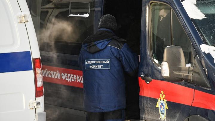 В Екатеринбурге сиделка с сыном убили пенсионерку и подожгли ее квартиру