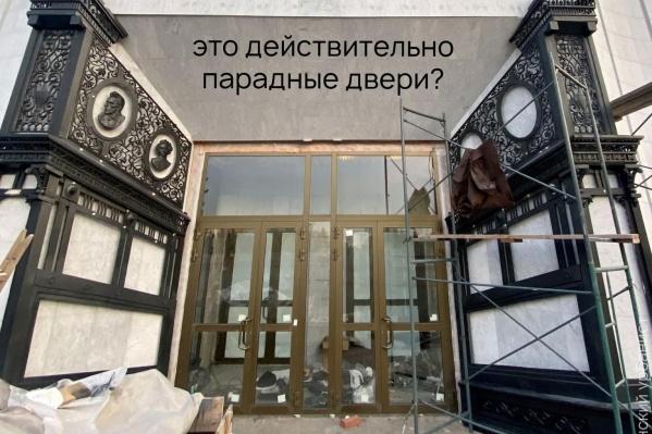 Лев Владов считает, что двери, как сам театр, должны быть уникальными