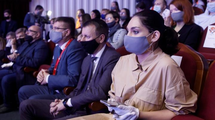 «Если тебе не хочется задавать вопросы, значит, ты не совсем живой»: в Волгограде выбирают лучшего учителя страны