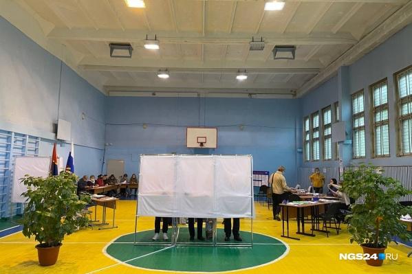 Красноярцы могут проголосовать сегодня до 20:00, потом участки закроются