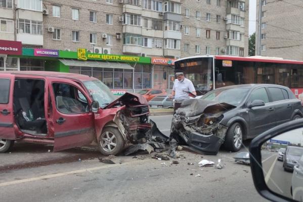 Одна из аварий произошла на Второй Продольной магистрали