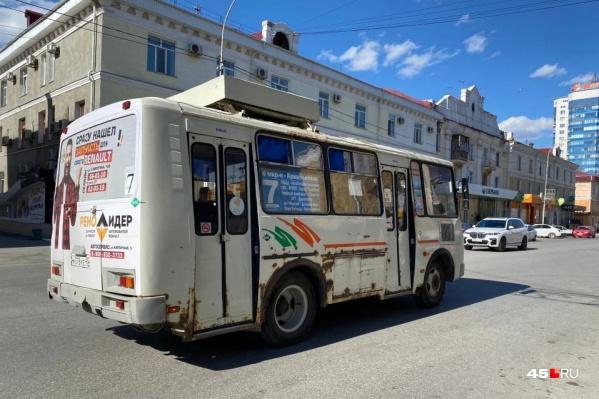 В администрации Кургана сообщили, что были проведены инструктажи с водителями, чтобы они следовали маршрутам