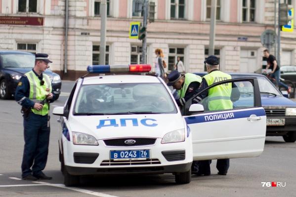Во время рейдов наряды ДПС будут вычислять тех, кто не пропускает машины скорой помощи