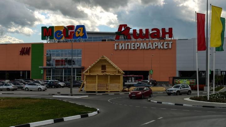 «Состояние остается стабильно тяжелым». В Екатеринбурге школьник попал в больницу после падения в скейт-парке в ТРЦ