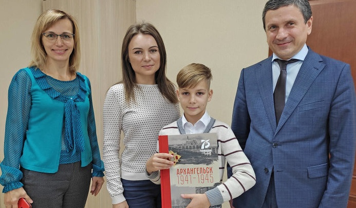 Ветеран из Санкт-Петербурга потерял в Архангельске орден. Ценную награду нашел и вернул школьник