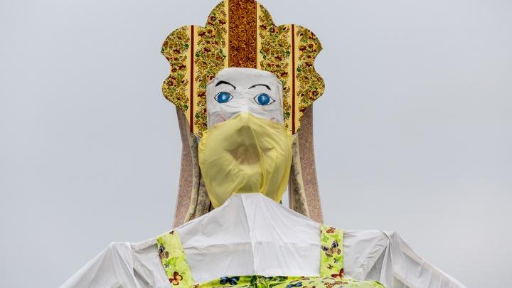 В воскресенье в Волгограде сожгут огромную Масленицу в маске от коронавируса