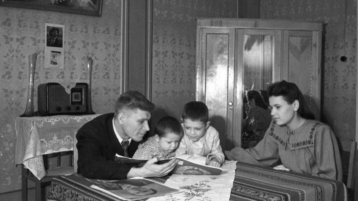 Угольные утюги, примусы, зубной порошок и стирка длиною в день: изучаем быт советских граждан