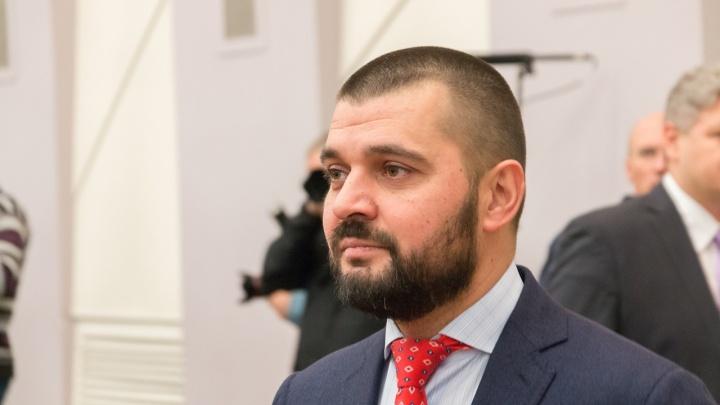 Дмитрий Азаров дал сенатору Сергею Мамедову награду и денег