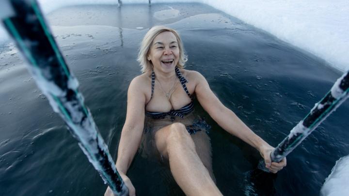 Мороз по коже. Смотрим, как челябинские моржи купаются в -30