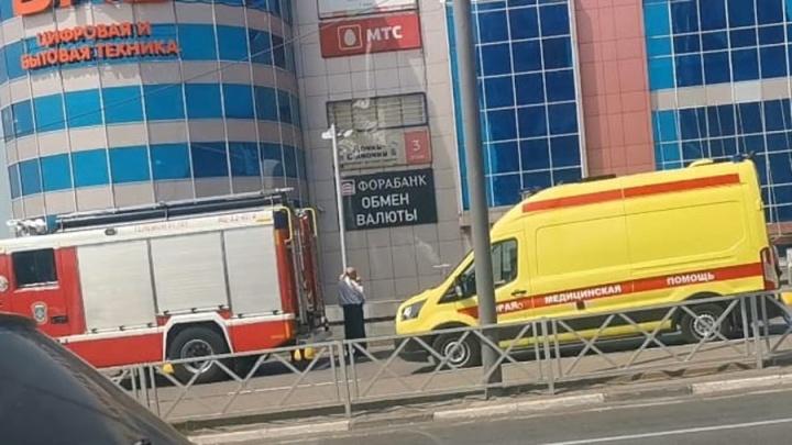 Всё оцеплено: в Ярославле эвакуируют торговые центры. Онлайн-трансляция