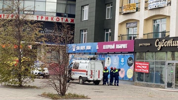 В центре Екатеринбурга девушка выпала с 10-го этажа и осталась жива
