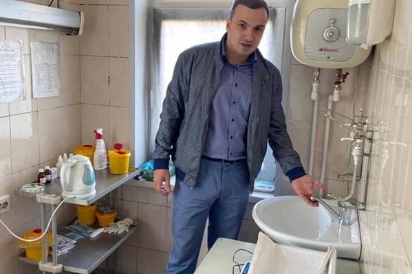 Свою кампанию Дмитрий Ионин строил на работе с жителями. Он специализируется на ЖКХ