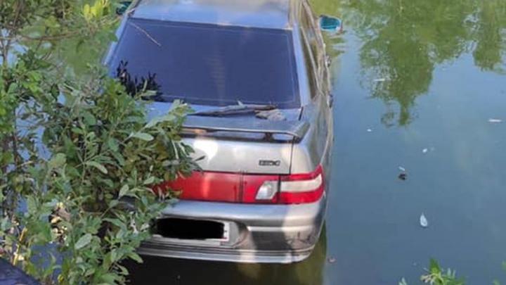 «Оказался под днищем на глубине»: в Самарской области рыбака сбила его собственная машина