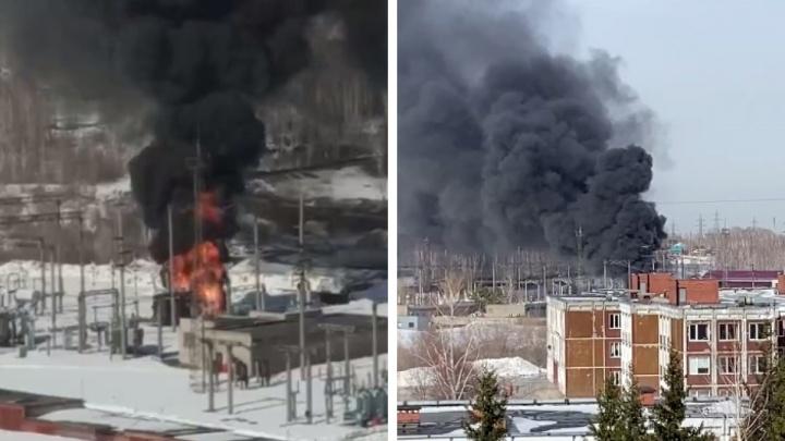В Новосибирске загорелась трансформаторная подстанция — Калининский район заволокло черным дымом