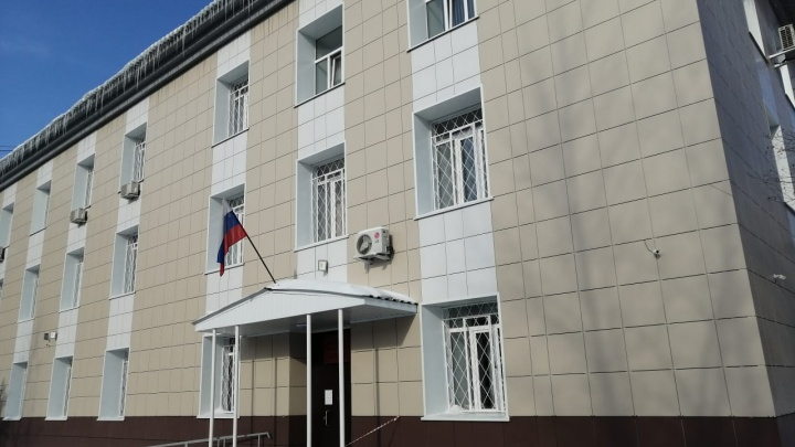 Суд отправил в СИЗО новосибирца, зарезавшего своего 91-летнего дедушку