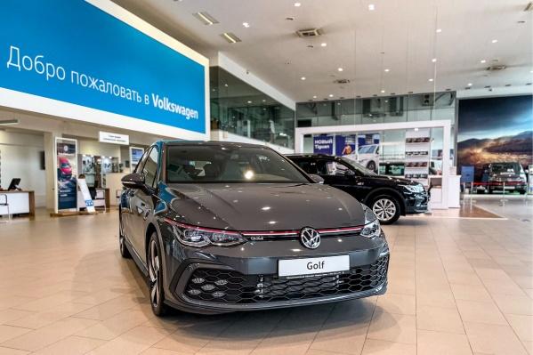 """Volkswagen Golf — один из самых продаваемых автомобилей в истории: по всему миру продано более <nobr class=""""_"""">35 миллионов</nobr> авто в восьми поколениях"""