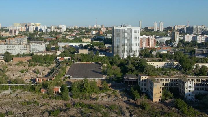 Часть территории завода имени Масленникова закатали в асфальт