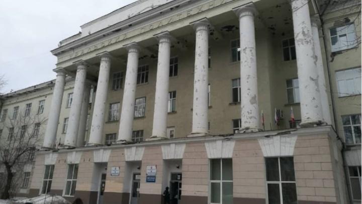 Кабинеты затопило, туалеты закрыли: колледж в центре Екатеринбурга находится в аварийном состоянии