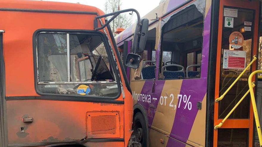 24 человека пострадали в ДТП на улице Мирошникова: онлайн NN.RU