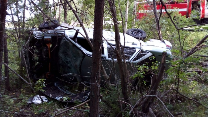 На Урале ВАЗ вылетел с дороги и перевернулся, 20-летний водитель погиб