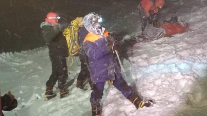 На Эльбрусе завершили операцию по спасению альпинистов. Пятеро туристов погибли