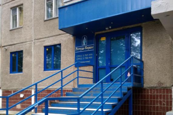 В Челябинске суд запретил работать в многоэтажке ритуальному салону, против которого взбунтовались жильцы