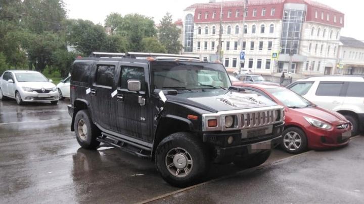 В Нижнем Тагиле приставы арестовали Hummer за долг в 10 миллионов