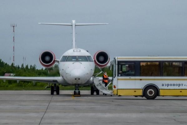Самолет из Москвы смог сесть в Архангельске только после дополнительного круга по воздуху