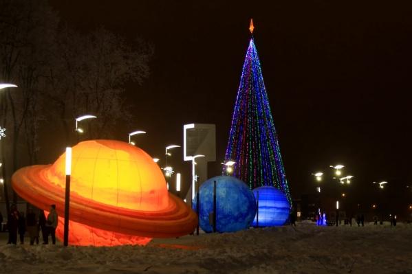 Фишкой новогодней Олимпийской деревни у «Самара Арены» стали макеты планет