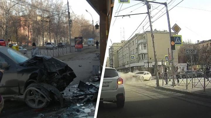 Появилось видео с моментом ДТП на Красном проспекте, где BMW X5 выкинуло на тротуар