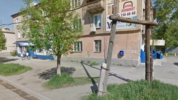 В подъезде дома под Челябинском нашли новорожденного в коробке