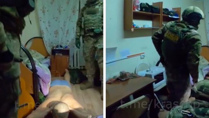 В Красноярске спецназ задержал группировку скинхедов