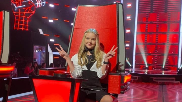 11-летняя сибирячка Лиза Сметанникова снова попала в шоу «Голос.Дети», но теперь она там не поет