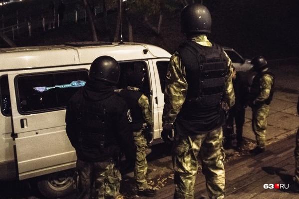 К рейду привлекли бойцов спецподразделения «Гром» и ОМОНа