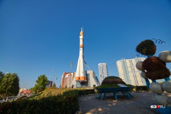 Дома около ракеты, одного из символов Октябрьского района, пользуются популярностью