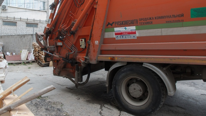 В Волгоградской области мусоровоз раздавил упавшего мотоциклиста