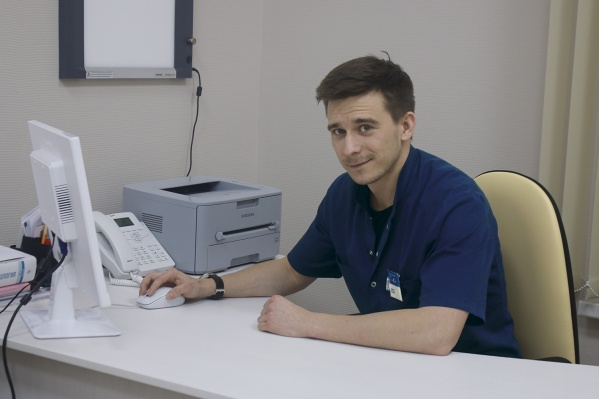 "<a href=""https://www.pasman-clinic.ru/experts/325224/"" class=""_ io-leave-page"" target=""_blank"" rel=""sponsored"">Сергей Александрович Поляков</a>, оториноларинголог, хирург, один из ведущих специалистов <a href=""https://www.pasman-clinic.ru/"" class=""_ io-leave-page"" target=""_blank"" rel=""sponsored"">«Клиники Пасман»</a> за две-три процедуры лечит тонзиллит, фарингит, ларингит, ринит и гайморит, применяя лазерные технологии"