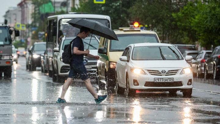 На Красноярск снова надвигаются мощный ливень и ветер