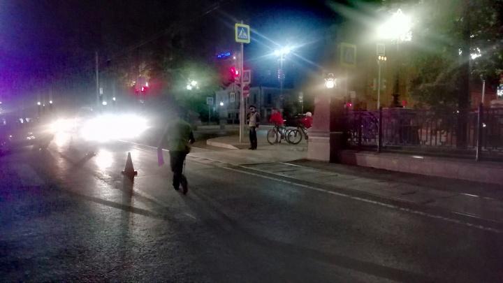 В центре Екатеринбурга столкнулись Mitsubishi и Lada: в ДТП пострадал 5-летний мальчик
