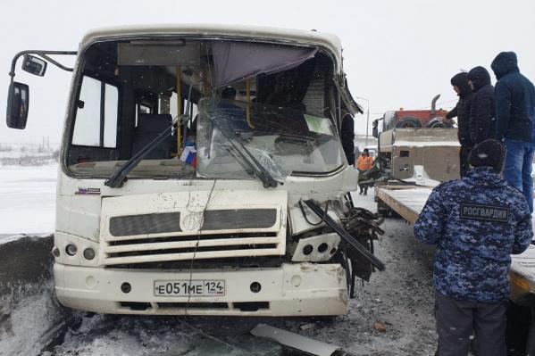В автобусе находилось тридцать человек, пострадали шесть