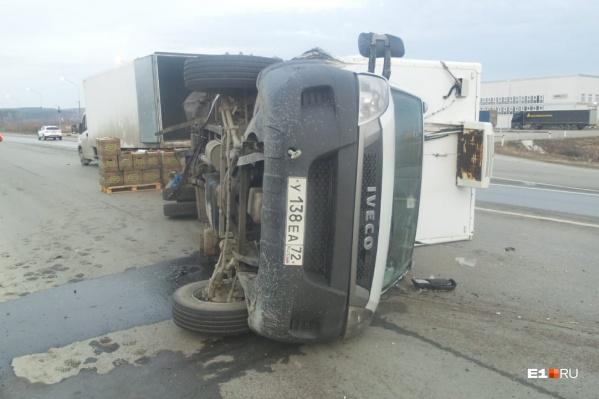 Как сообщают очевидцы, водитель Nissan мог быть пьян. Он вылетел на встречную полосу