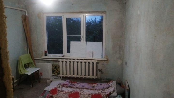 В Брюховецком районе детям-сиротам купили старые квартиры без ремонта. Показываем жуткие фото