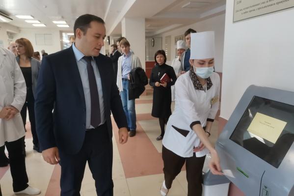 Асланбек Майрамукаев возглавлял департамент информатизации, организационной деятельности и лицензирования Минздрава