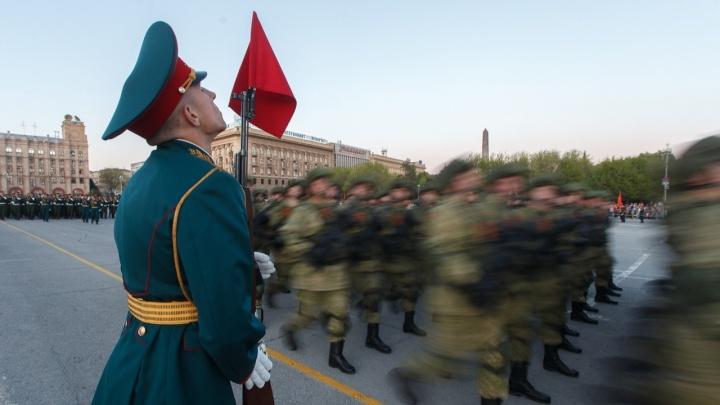 Деньги закрытого праздника: смотрим, кто и сколько заработал на параде Победы в Волгограде в 2021 году