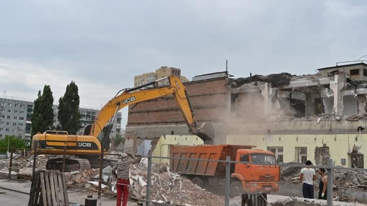 В Ростове начали сносить бывший универсам «Северный» — чтобы построить многоэтажный ЖК