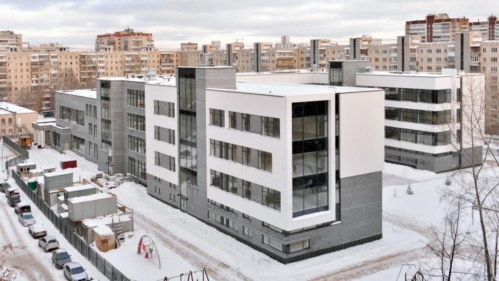 Застройщик показал, как выглядит внутри школа на Уралмаше за 800 миллионов рублей
